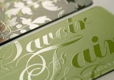 Phủ UV toàn phần, UV định hình cho bề mặt giấy